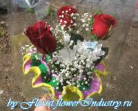 букет роз с гофрированной бумагой