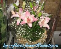 букет с лилиями в каркасе